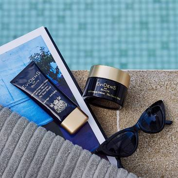 Packing for vacation? Don't forget about these two! The Total Shield SPF 50++++ is your everyday sun protection against UVA, UBA, infrared and pollution. The Cream Mask provides comforting after sun nourishment and hydration by smoothing and plumping your skin.   #evidensdebeaute #suncare #skincare #antiaging #skinprotection #spf50 #mask #paristokyo #japanesebeauty